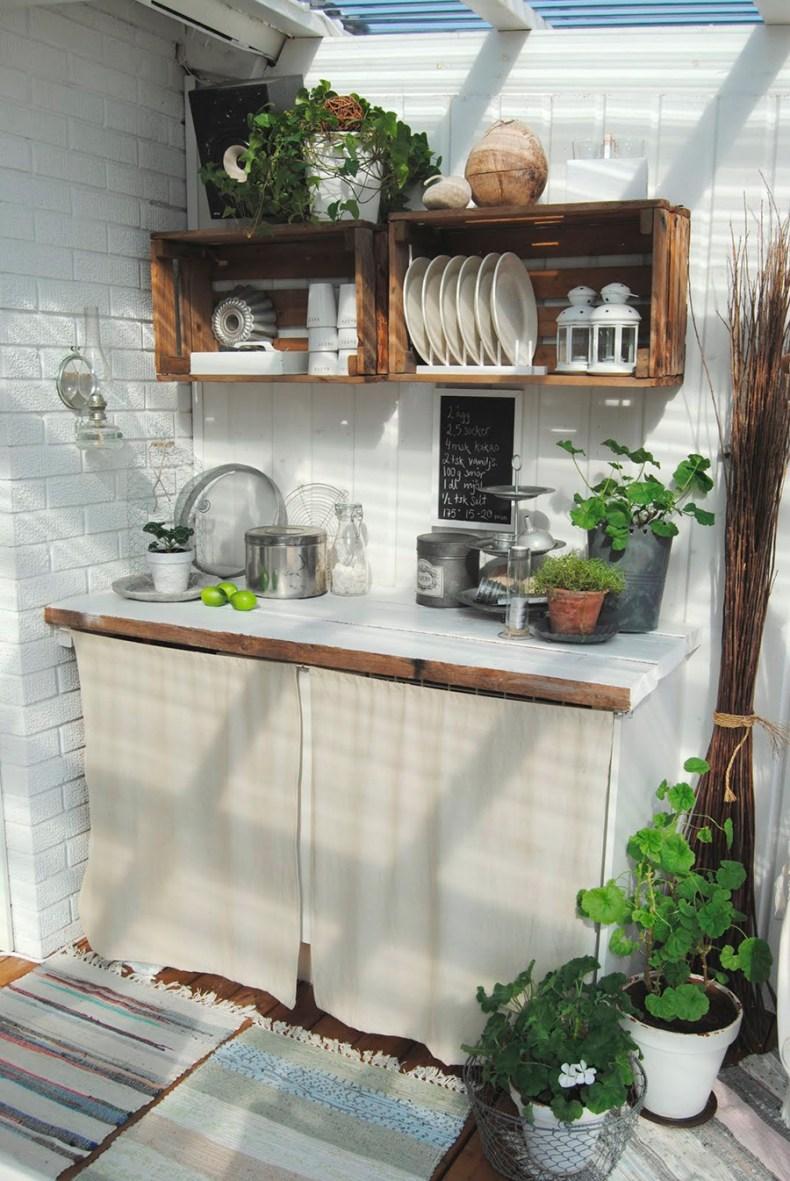 Cocina DIY hecha con maderas y cajas