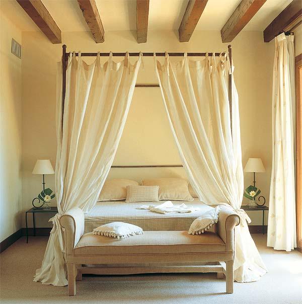 Dormitorios diferentes camas con dosel  Decoradoras Decocasa