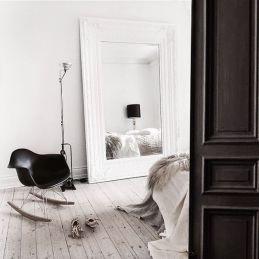 Este espejo podría colocarse en un dormitorio Feng Shui al situarse en el lateral inferior de la cama