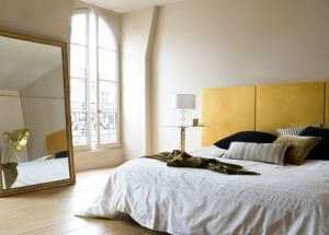 Room with a large mirror observing feng shui rules