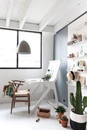 9. El escritorio K-desk de Rafa Kids tiene 2 superficies para trabajar: cerrado o abierto. En la tapa puedes colocar post-it o fotografías que quedarán ocultos al cerrarlo