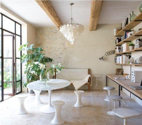 reforma sofisticada de un antiguo molino en francia. Black Bedroom Furniture Sets. Home Design Ideas