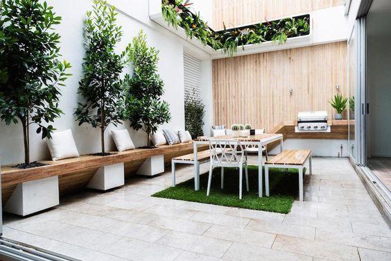 Barbacoa integrada en un patio