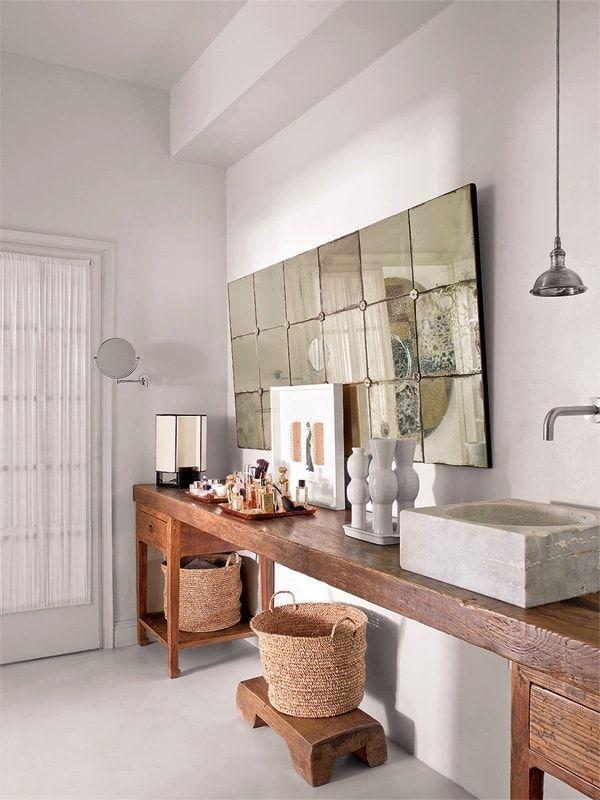 Casa ecléctica y vintage - baño con lavabo de mármol sobre mueble oriental