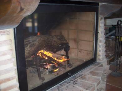 Puertas de chimenea de Hotfiredoor con frente vista panorámica