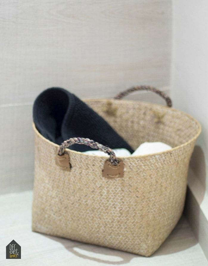 detalle de cesto como almacenaje de objetos de baño