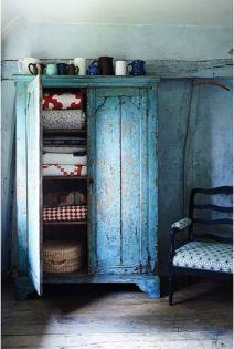 armario con diferentes capas de colores