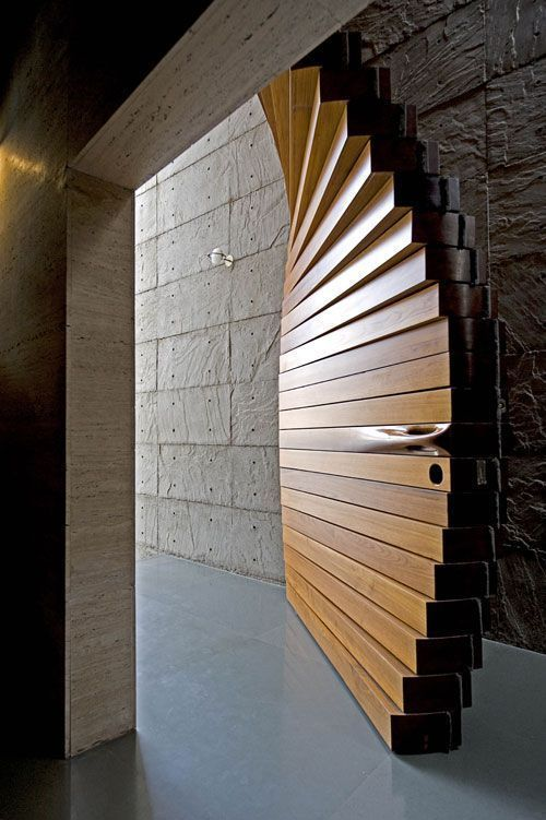 puerta espectacular con cerradura de seguridad antibumping