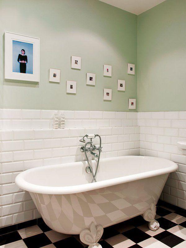 A retro freestanding tub