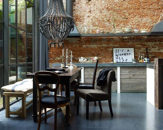 Combinar sillas - classic style mixed with an industrial look
