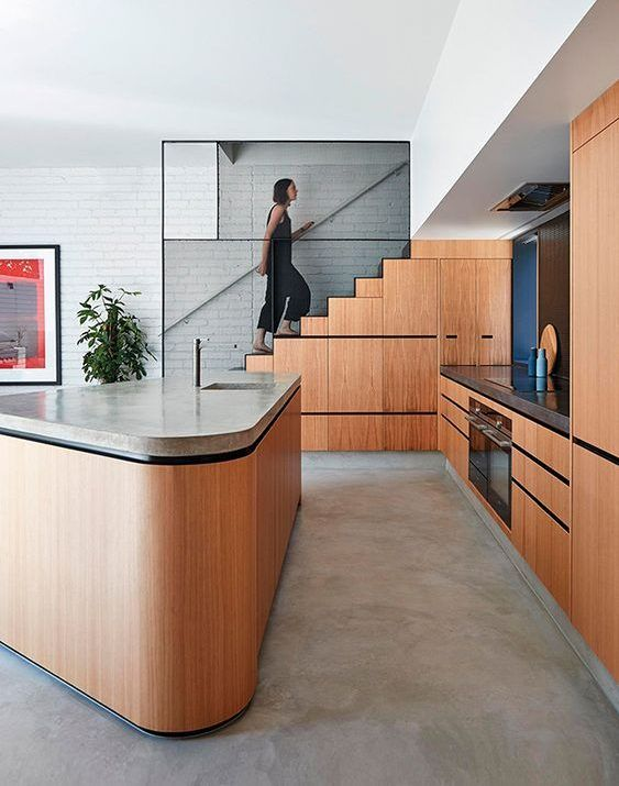 cocina con escaleras integradas