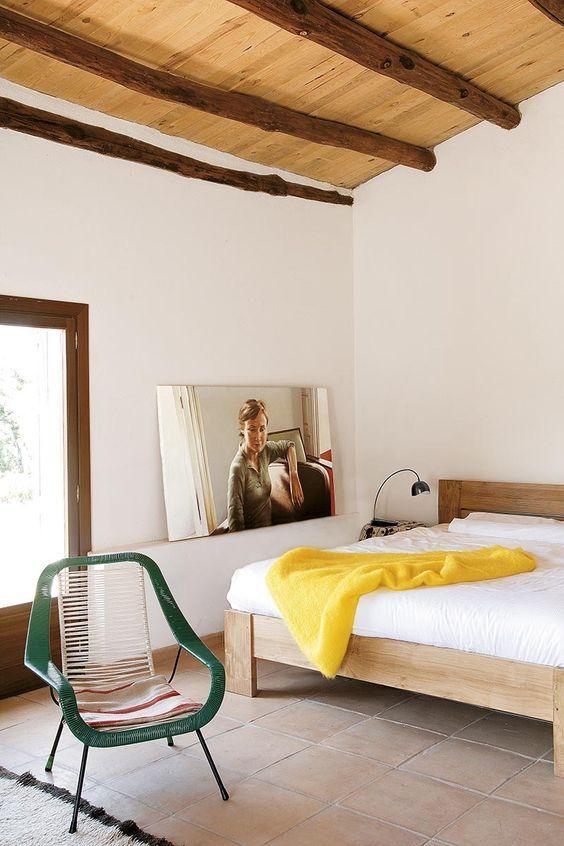 decoralinks | Casa de Helena Rohner- cama de teka de ethnicraft