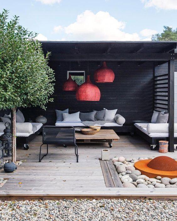 decoralinks | el color negro en el jardin puede ir en el porche