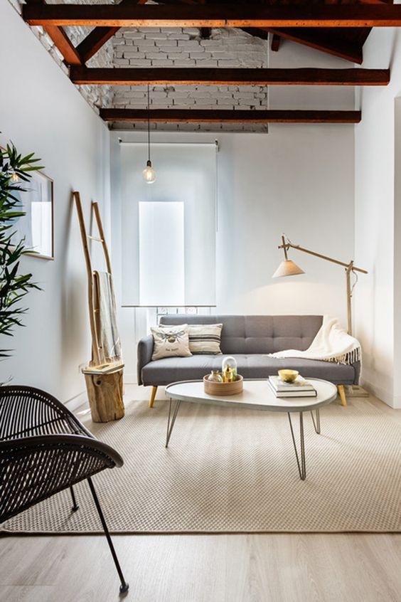 decoralinks | vigas vistas al aire en un salon estrecho y alargado