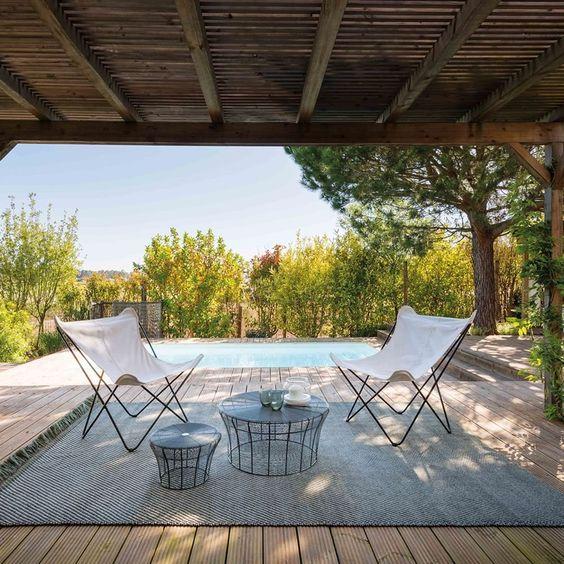 #decoralinks #alfombrasdeexterior #alfombraslisas #porche #porchemadera #sillasbutterfly #patriciaurquiola #gan #gardenlayers