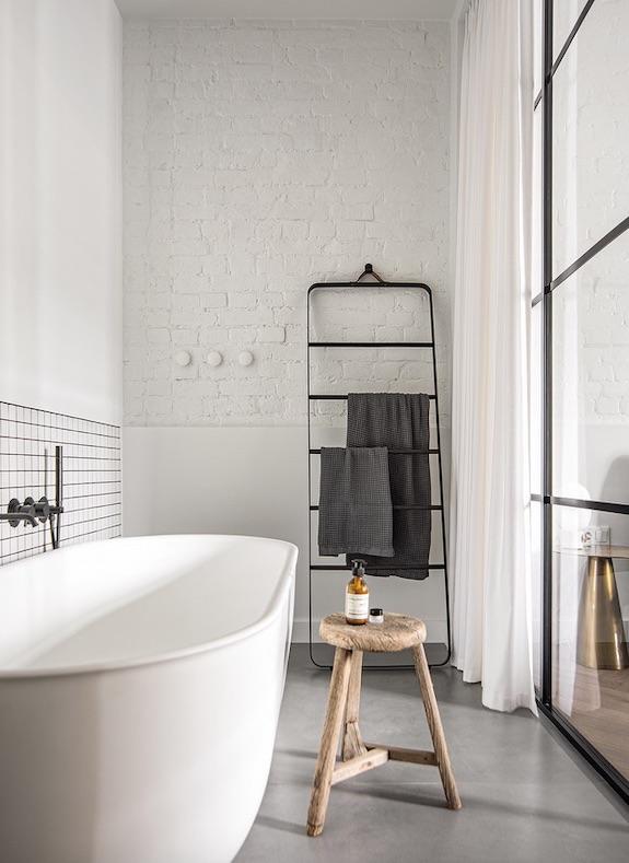 decoralinks | #casa #bathtub #bathroom #openspace #toallero  #zocalo