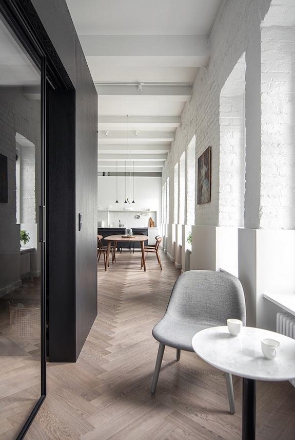 decoralinks | casa una distribucion perfecta #sillasgrises #coffeecorner #sueloroble #sueloespiga #herringbone