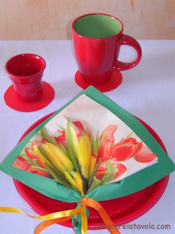 Tavola colazione con tovagliolo a foglia n.4