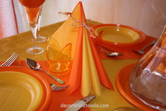 decorazione tavola per festa compleanno colori giallo arancione n.2