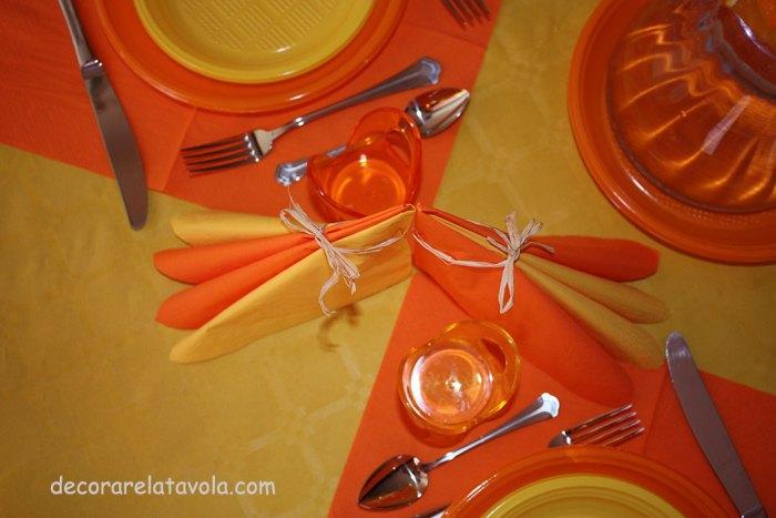 decorazione tavola per festa compleanno colori giallo arancione n.3