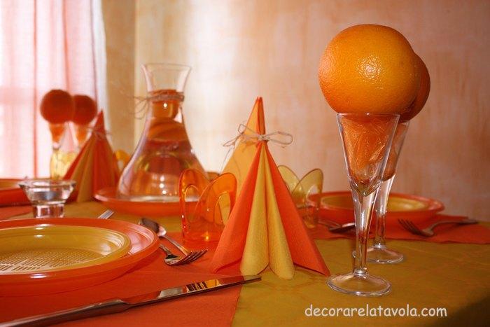 decorazione tavola per festa compleanno colori giallo arancione n.4