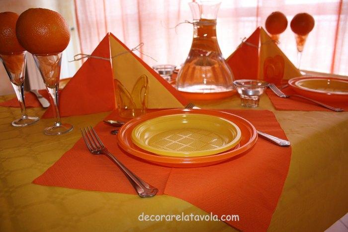 decorazione tavola per festa compleanno colori giallo arancione n.7