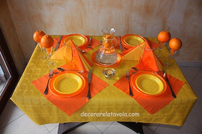 decorazione tavola per festa compleanno colori giallo arancione