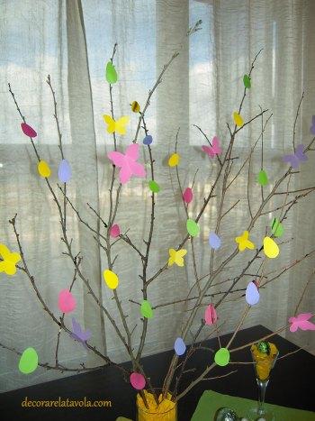 Centrotavola per Pasqua con rami decorati foto 7