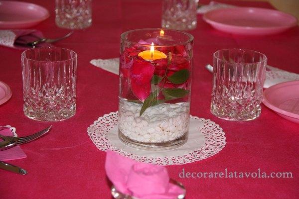 Centrotavola con petali di rosa