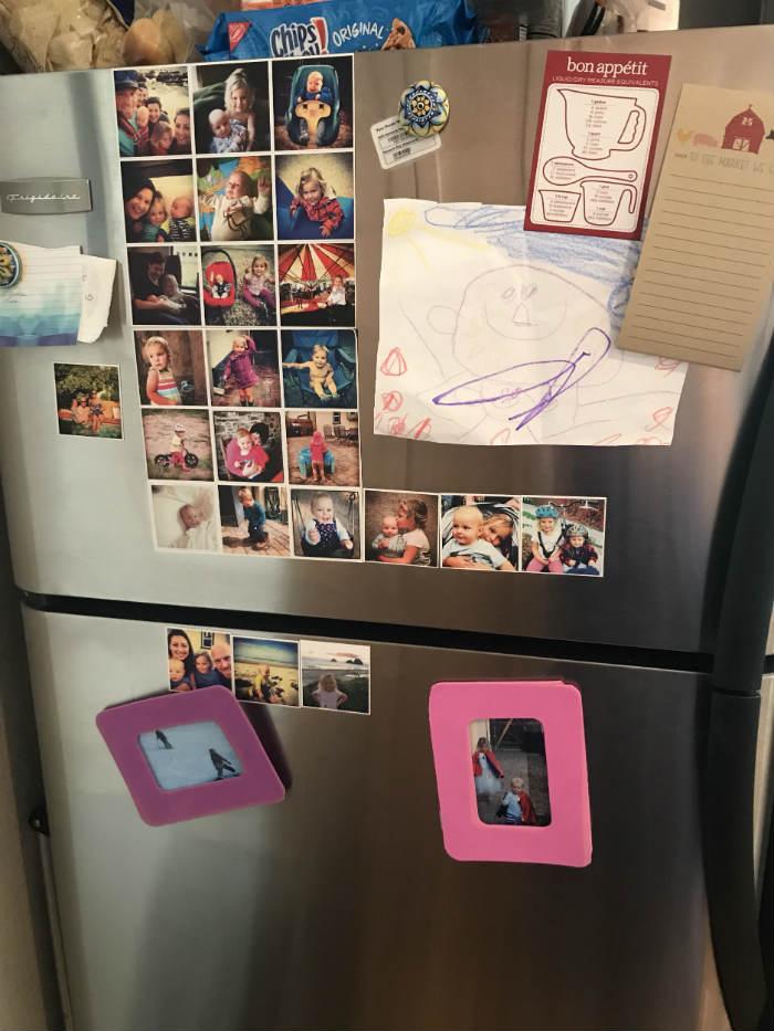 ψυγείο με οικογενειακές φωτογραφίες