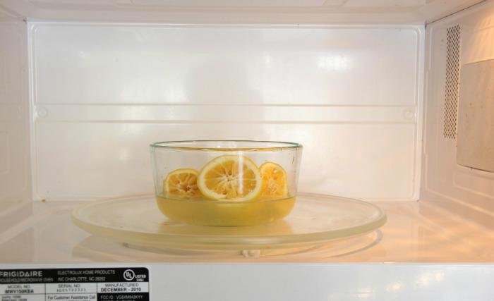 λεμόνια στον φούρνο μικροκυμάτων.