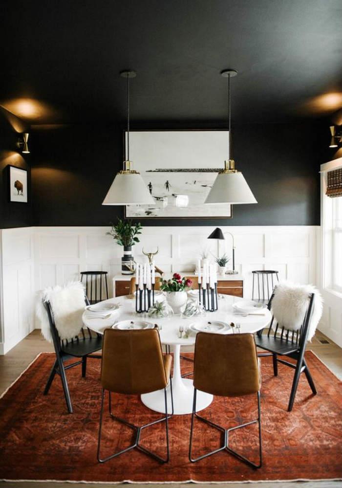 Μαύρο ταβάνι στην τραπεζαρία, όπου και αποτελεί το κυρίαρχο χρώμα.