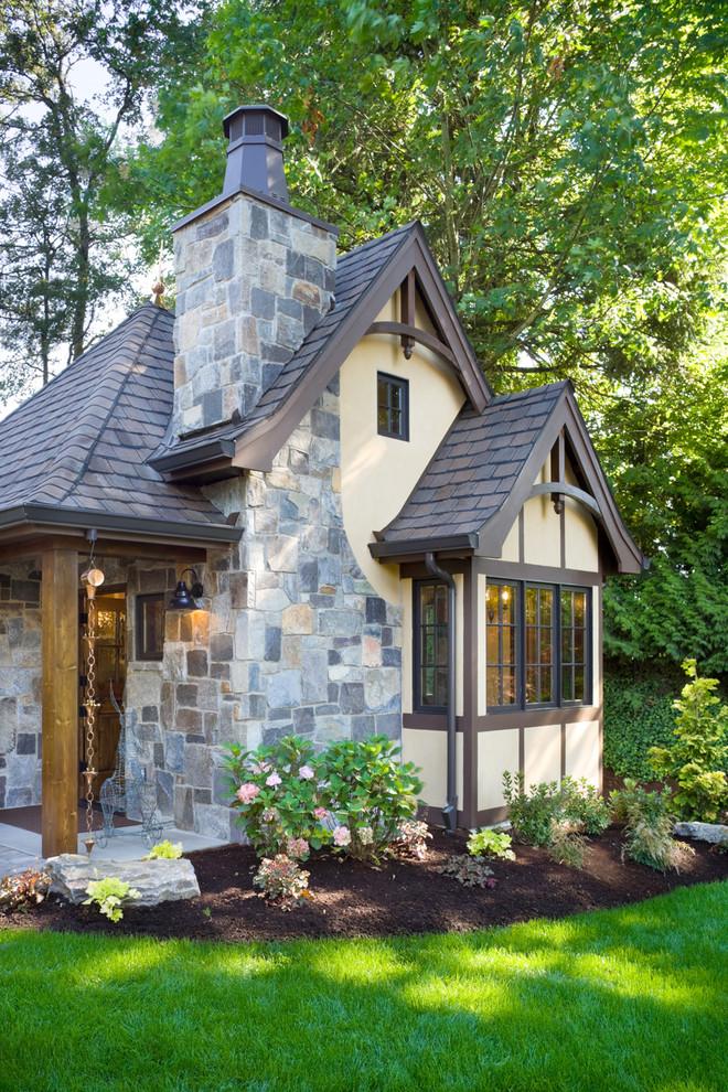 Cottage Tropical Exterior Design