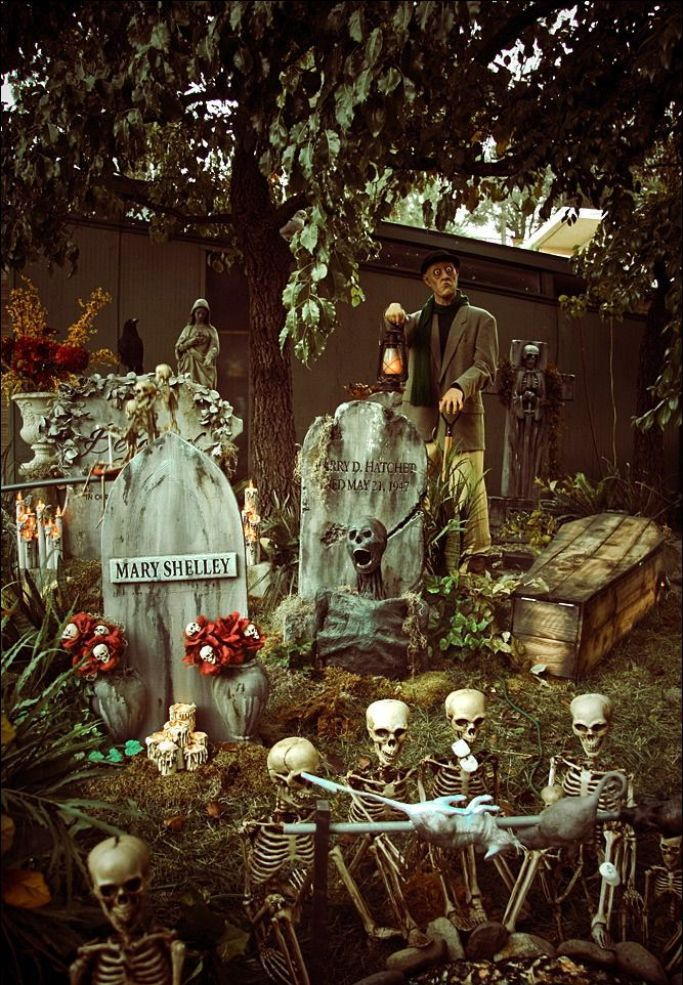 30 Outdoor Halloween Decorations Ideas  Decoration Love