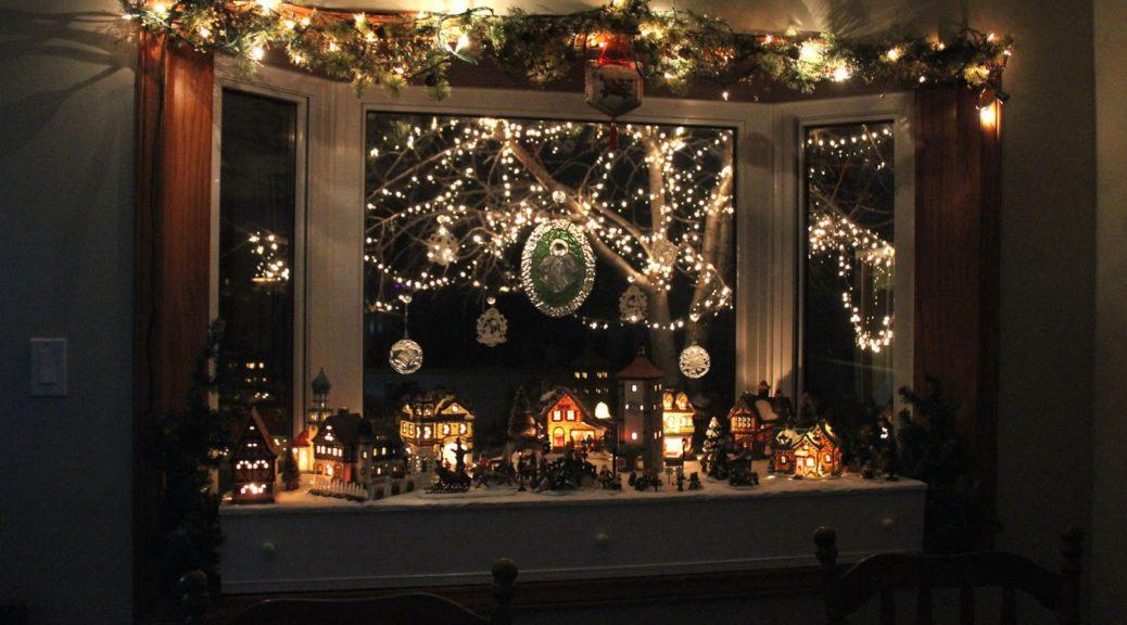Bay Window Christmas Decorating Ideas