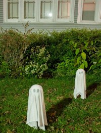DIY Ghosts Halloween Yard Decorations