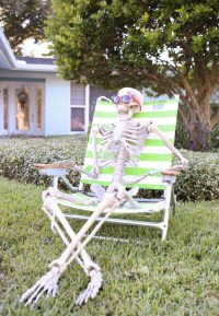 DIY Halloween Decoration Skeleton