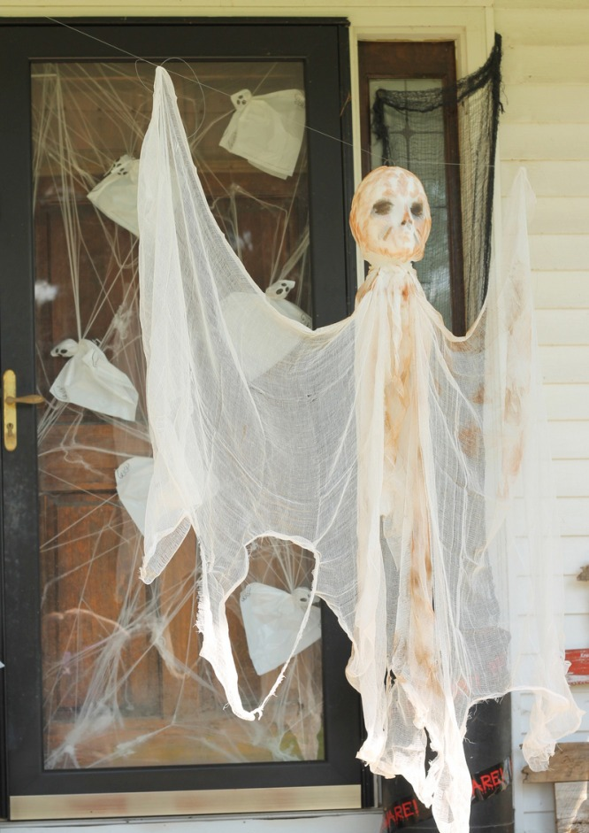 DIY Outdoor Halloween Decorations Ghost