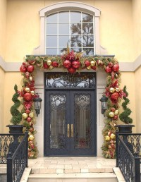 Outdoor Front Door Christmas Decorating Ideas