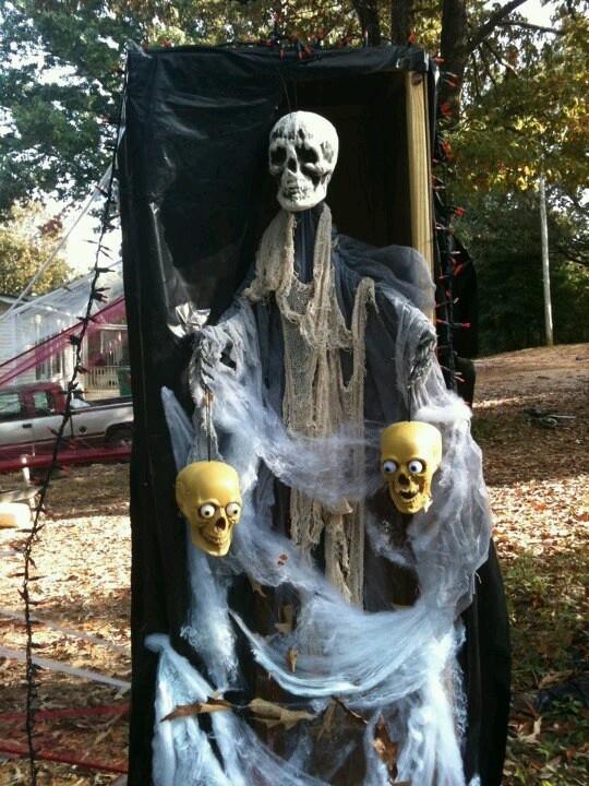 Skeletons Outdoor Halloween Decorations Ideas