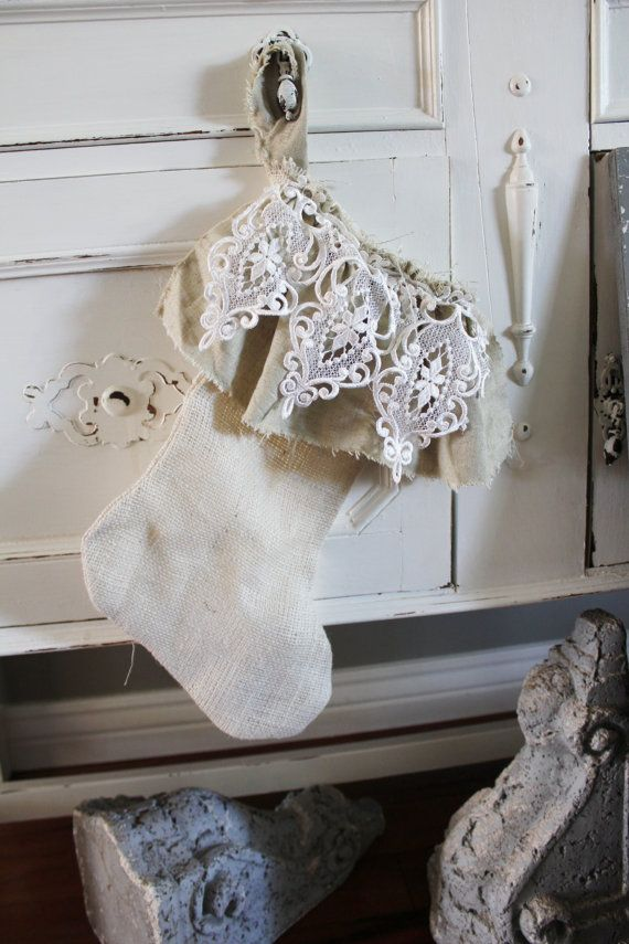 Lace And Burlap Christmas Decor