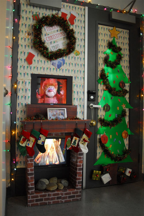 tropical living room design ideas coastal cottage rooms christmas-door-decorating-contest