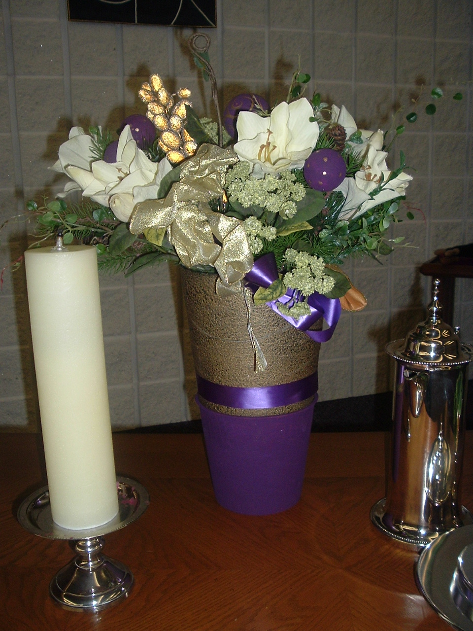pictures of living room decorated for christmas hardwood furniture church-sanctuary-flower-arrangements