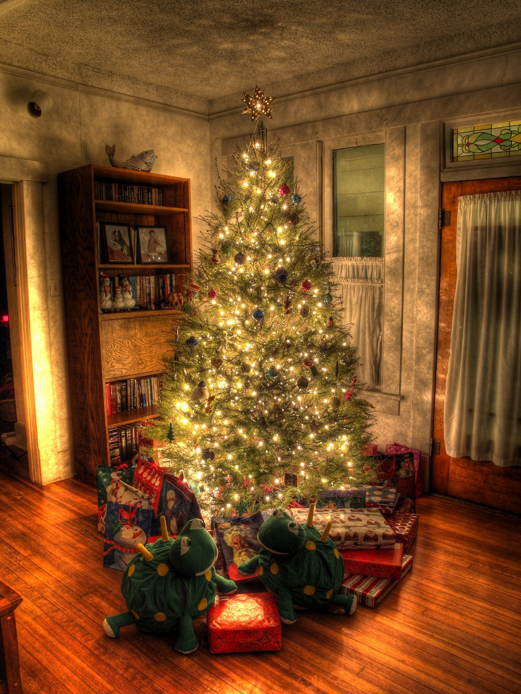 how to decorate a living room with fireplace decor ideas brown sofas classic-christmas-tree-pictures