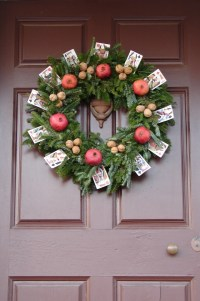 colonial-williamsburg-christmas-wreaths