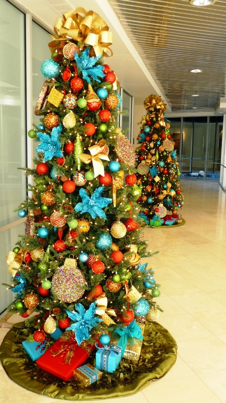 Red And Turquoise Christmas Tree Fine Design