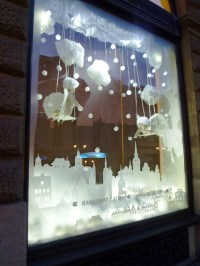 interactive-christmas-window-display-by-wellen