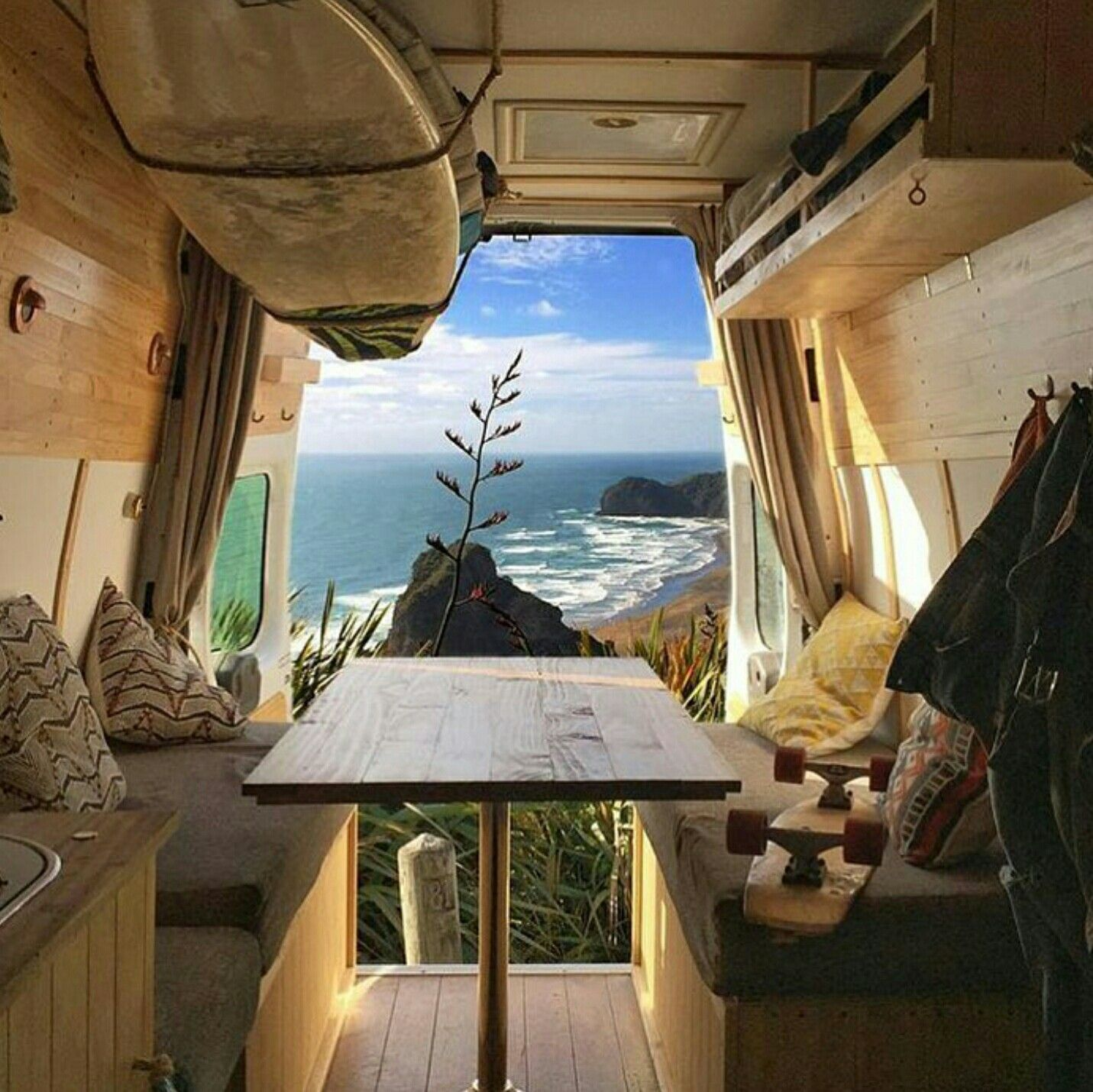 Badass diy camper van inspiration 21 decoratoo for Diy car interior decor