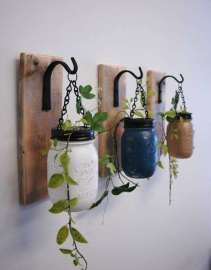DECORATIVE WALL HANGINGS 139