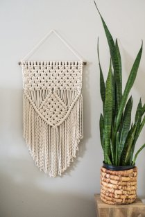 DECORATIVE WALL HANGINGS 15